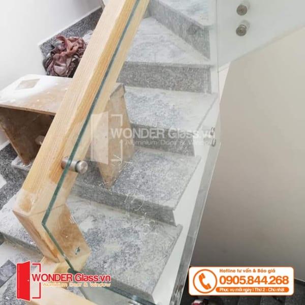 mẫu cầu thang ốc cách đẹp, cầu thang kính cường lực đà nẵng