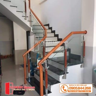 mẫu cầu thang trụ inox, cầu thang kính cường lực đà nẵng