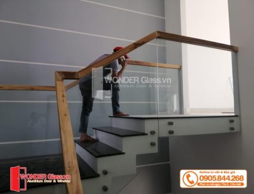 mẫu cầu thang kính cường lực đà nẵng