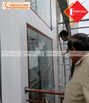 cửa nhôm xingfa nhập khẩu màu vân gỗ